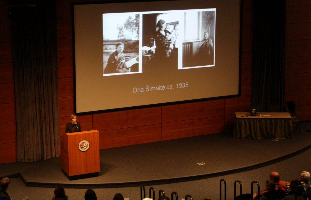 Reading at Creighton University, Omaha. Photo: Algis Praitis.